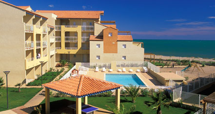 Holiday rental next to the sea : Alizea Beach residence at Cap d'Agde in Languedoc-Roussillon