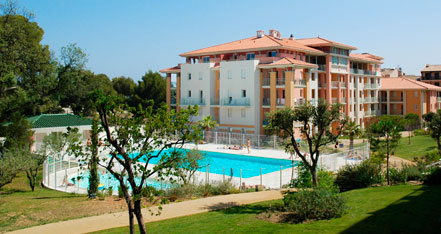 Holiday rental next to the sea : Les calanques du Parc residence at Frejus Saint-Aygulf on the French Riviera in Alpes Maritimes