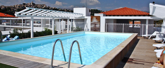 Holiday rental next to the sea : Le Crystal residence at Cagnes-sur-Mer on the French Riviera in Alpes Maritimes