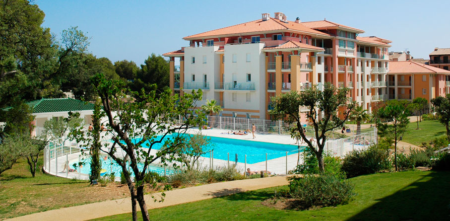 Location de vacances sur la c te d azur r sidence les for Camping st aygulf avec piscine